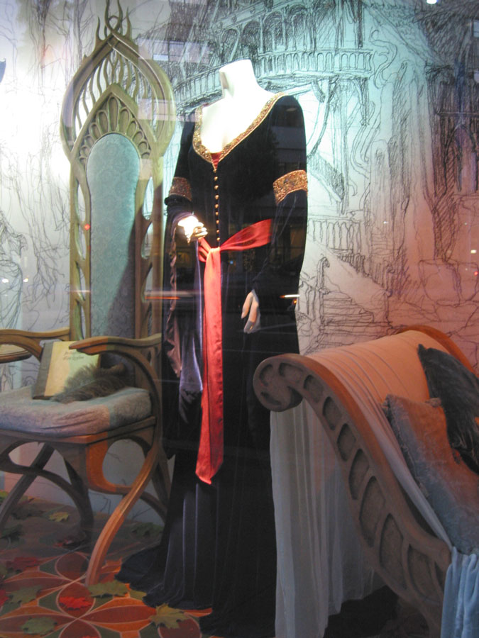 a description of the mourning costumes used in the 19th century