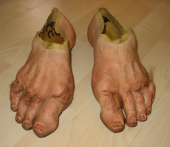 set of Pippin s Hobbit feet from the movie surfaced and one of the