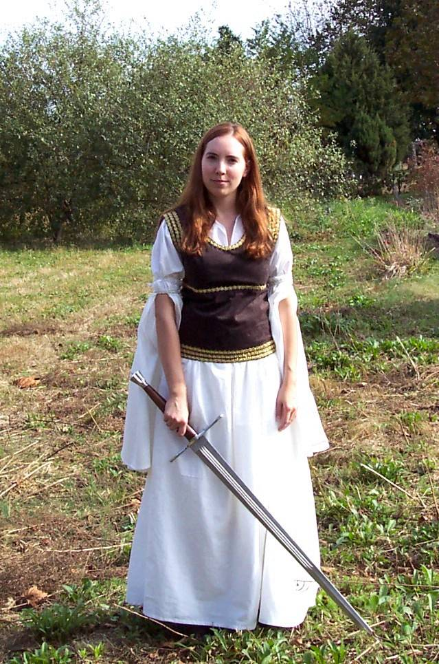 Eowyn's Shieldmaiden Dress Costume Notes by Becky